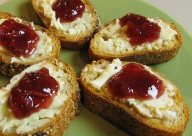 Brie and Apple Cranberry Chutney Crostini