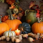 Thanksgiving-Crafts-with-pumpkin-fall-leaf-candle-light-fruits-arrangement-in-thanksgiving-craft-idea-820x5462