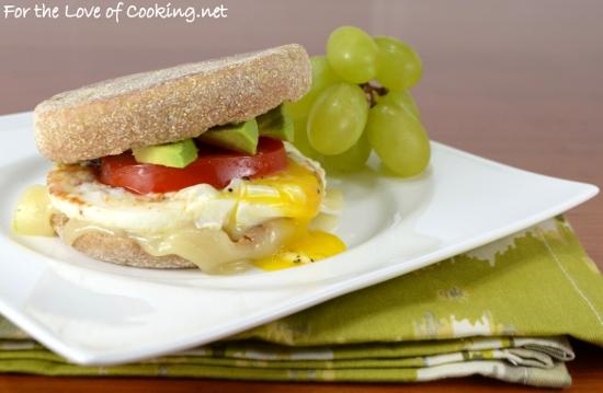 egg and tomato breakfast sandwich
