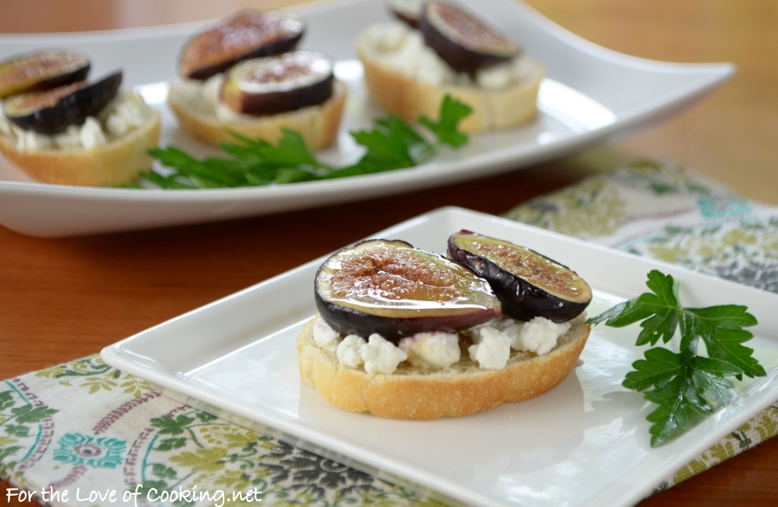 Roasted fig crostini with goat cheese and honey for the for Classy cuisine canape maker