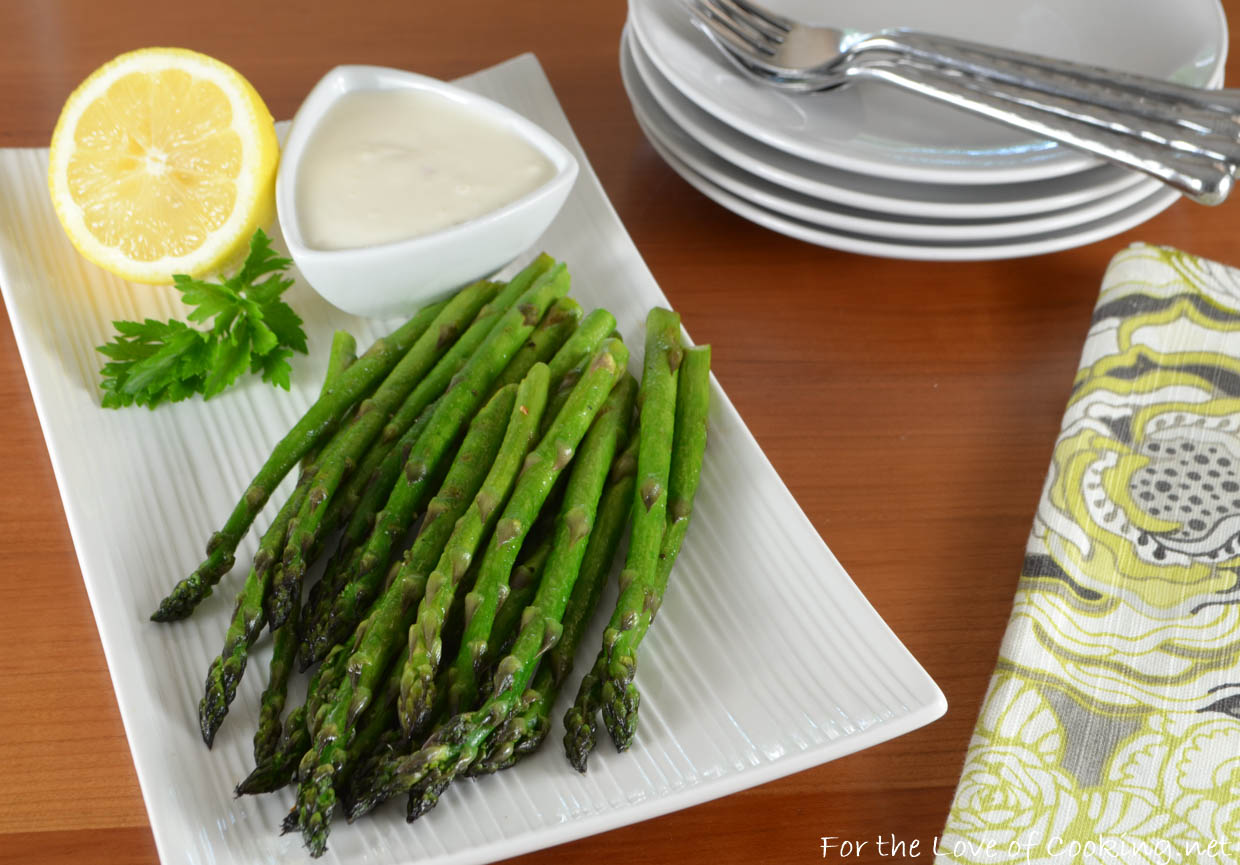 Asparagus Spears with Lemon-Garlic Aioli