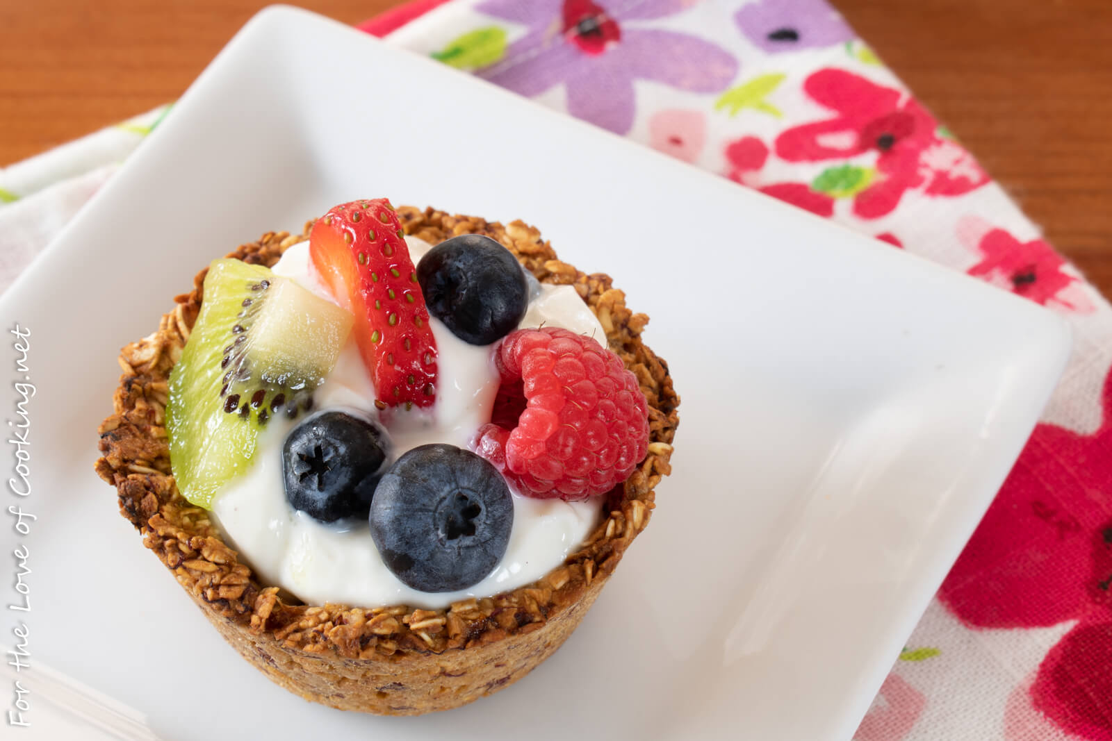 Granola Cups with Yogurt and Fresh Fruit